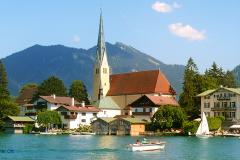 Rottach-Egern-am-Tegernsee-Kirche-Malerwinkel-Wasser-Boot-Wallberg