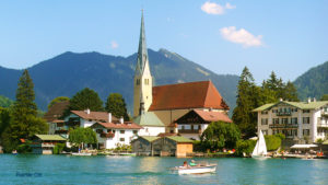 Rottach Egern am Tegernsee Kirche Malerwinkel Wasser Boot Wallberg